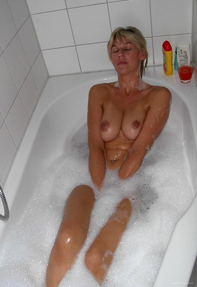 JOSIE HOT MARRIED MILF TOPLESS PHOTOS IN PUBLIC PLACES