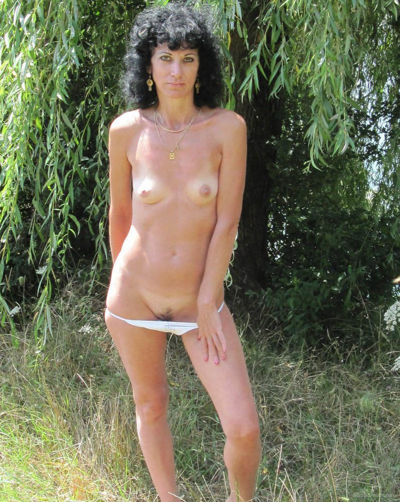 Natali hot brunette wife naked outdoors showing super body
