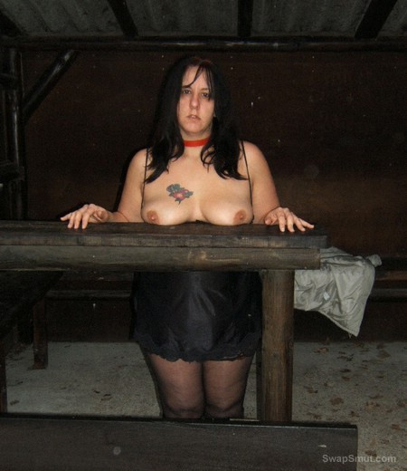 HORNY MILF POSING FOR ALL YOU HORNY PUNTERS