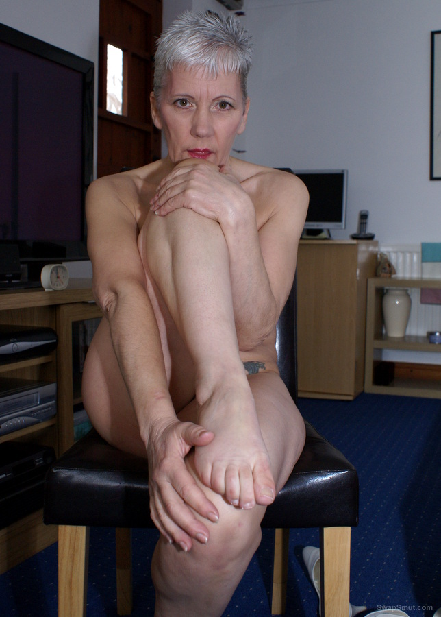 GILF showing feet and sucking her toes foot fetish lovers