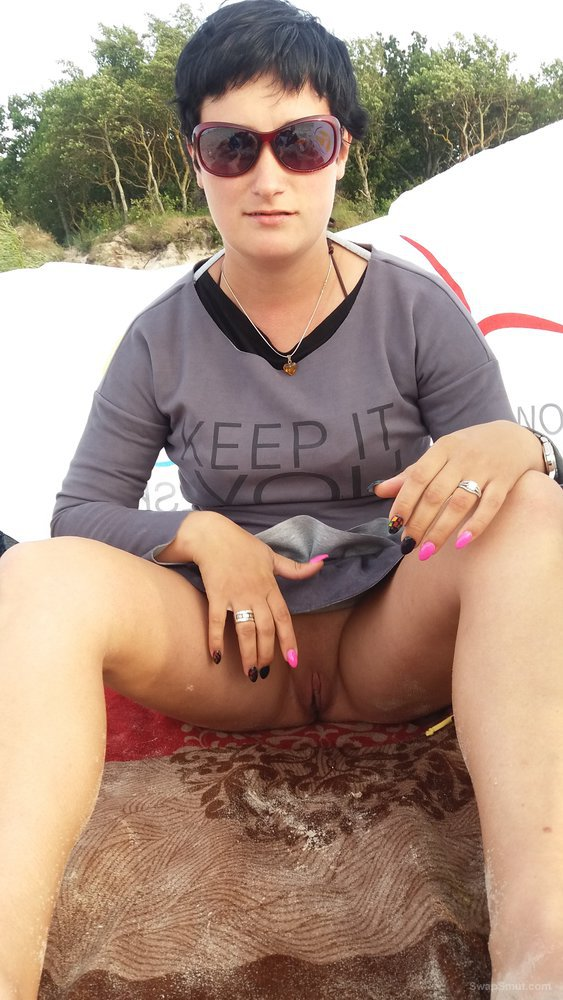 Joanna shows in public pussy the beach