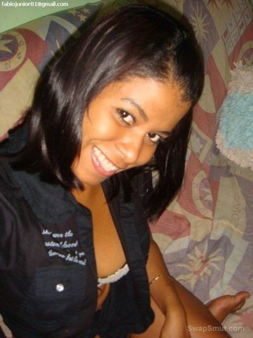 Garota brasileira perdendo suas fotos que foram parar na net