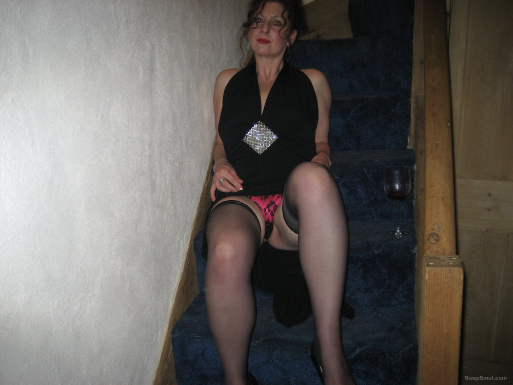 Mature slut loves to suck the cock fumbling with herself on stairs