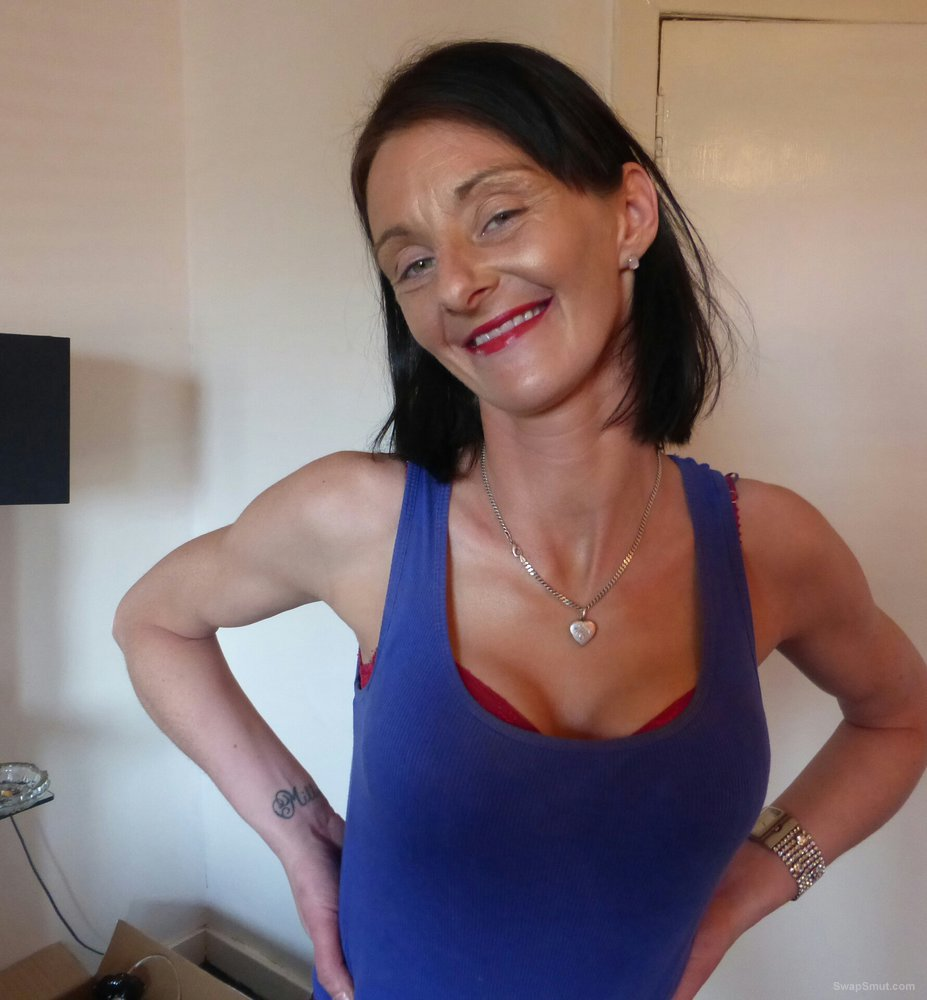Kay is a sexy mature woman that loves having sexy fun with friends