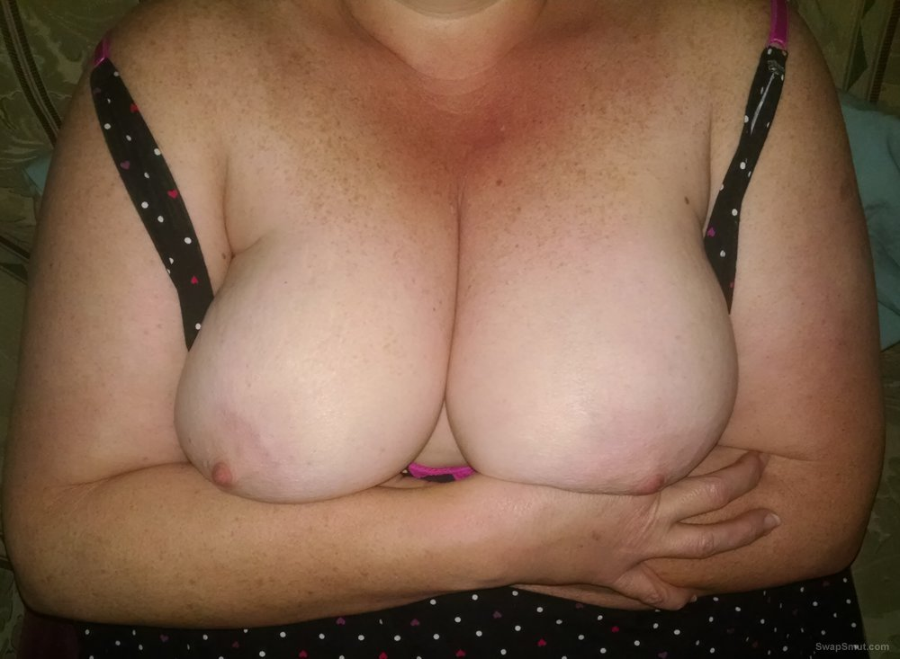 Just the wife showing her tits and letting them hang free