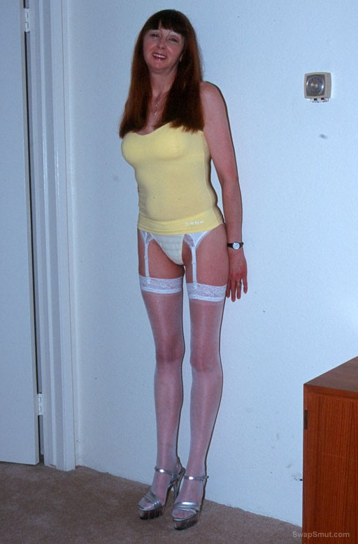 Leggy mature swinging wife BETH shows off her hot body
