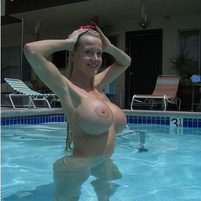 Amateur blonde milf exhibitionist lady with great big tits exposed