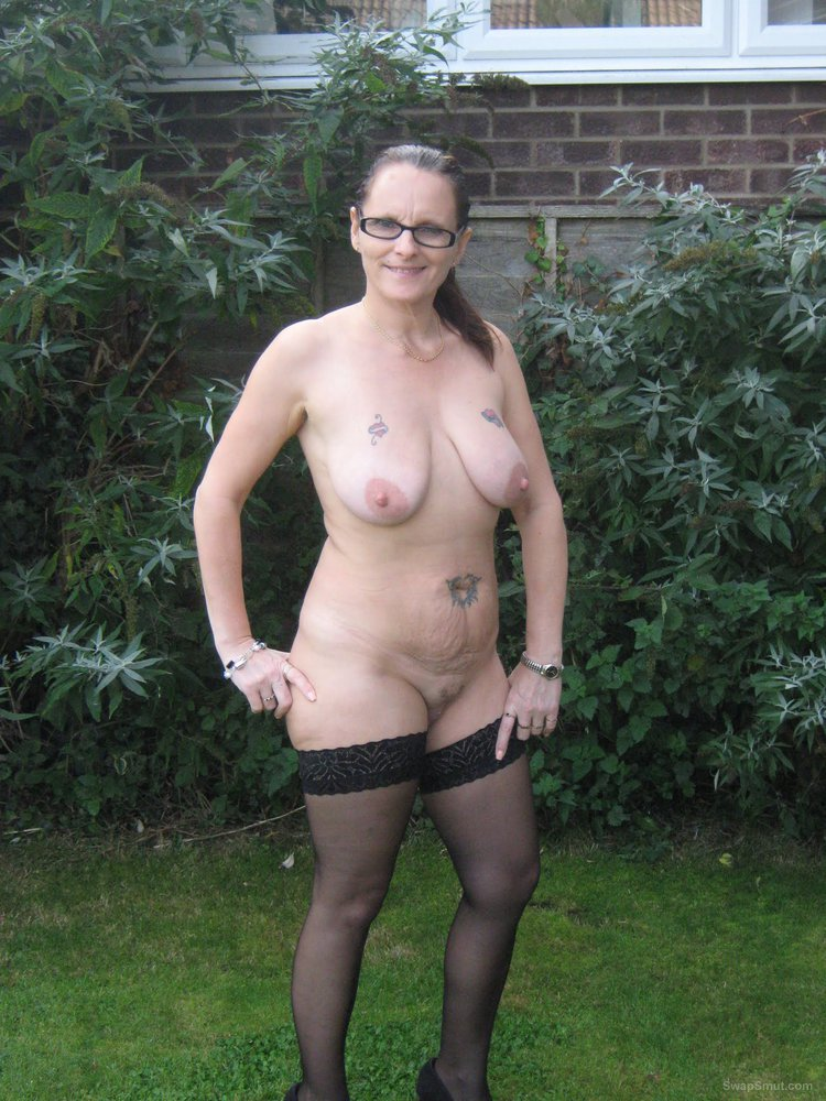Mature slut likes to show you her assets in the garden and in the ally