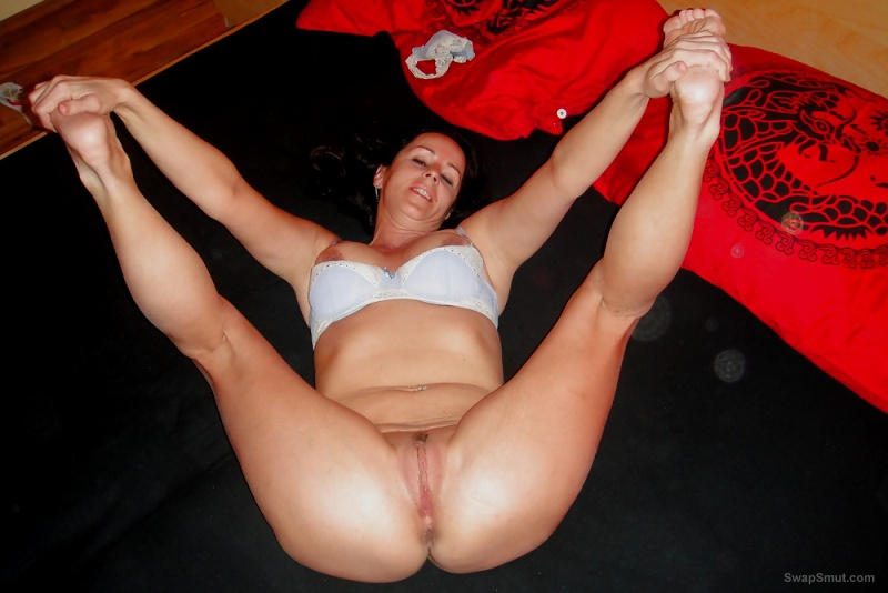 Brunette amateur milf loves to flex her body and show you everything