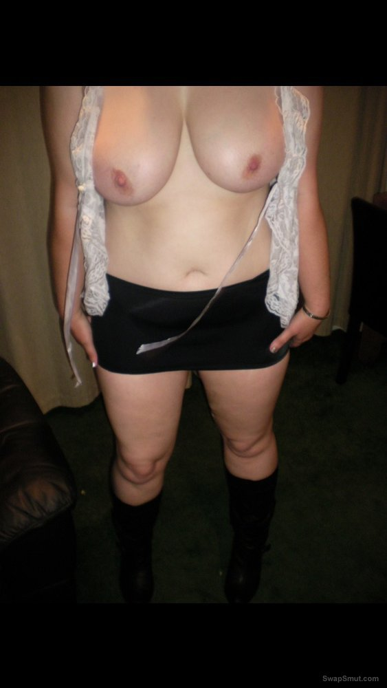 Sexy wife loves to show her body to other guys and loves the thought