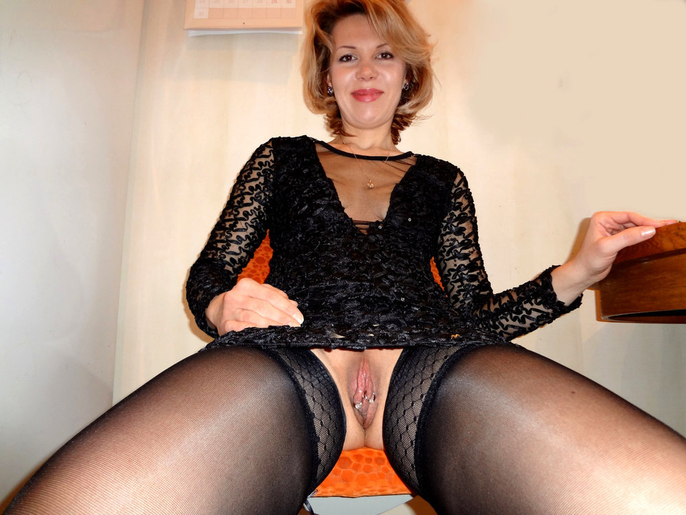Beautiful depraved bitch likes to go without panties