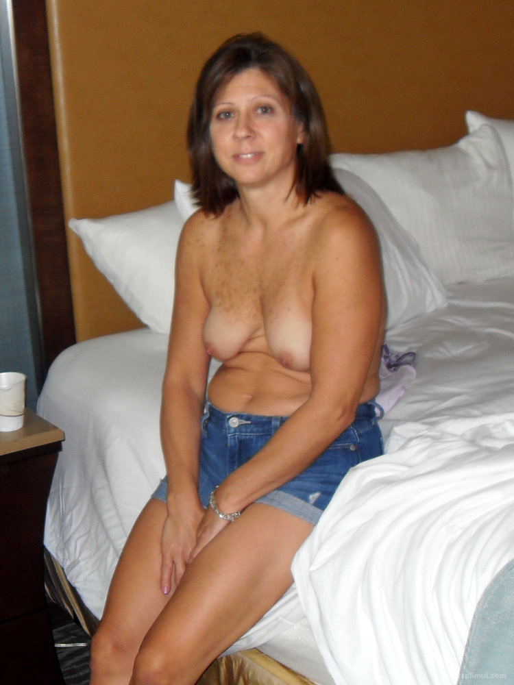 MILF Diane Spends a Tranquil Evening At Home
