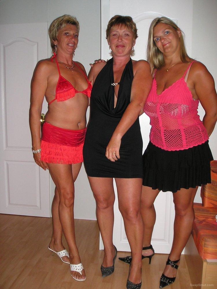 Busty lesbians threesome porn