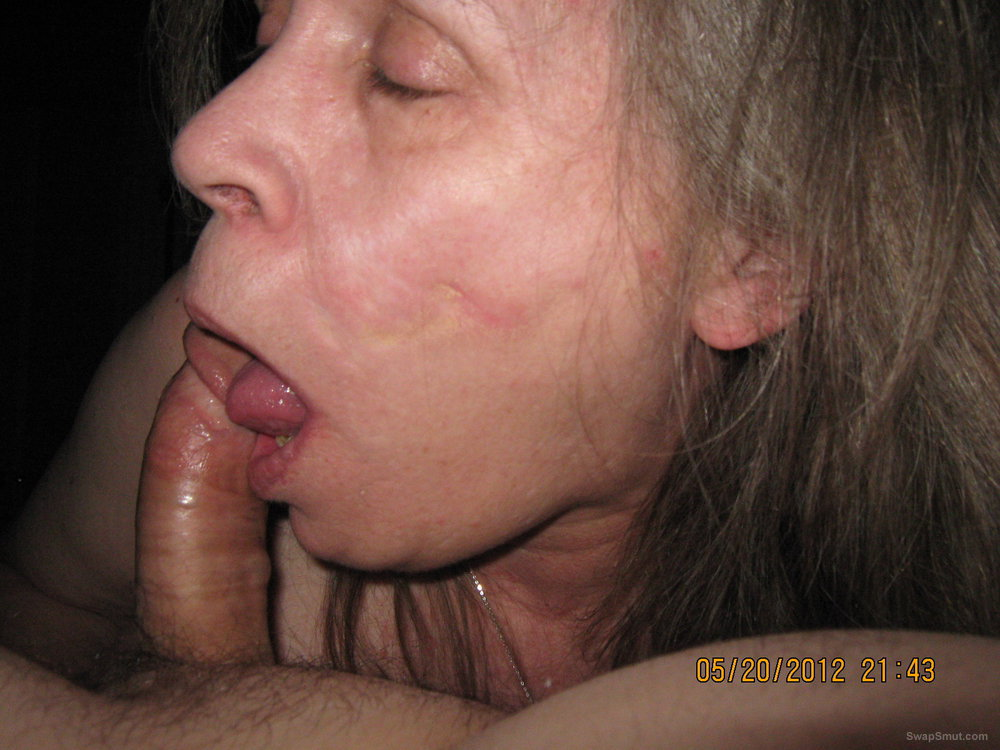 Sweet pussy sucking cock and vibing mature lady amateur porn photos