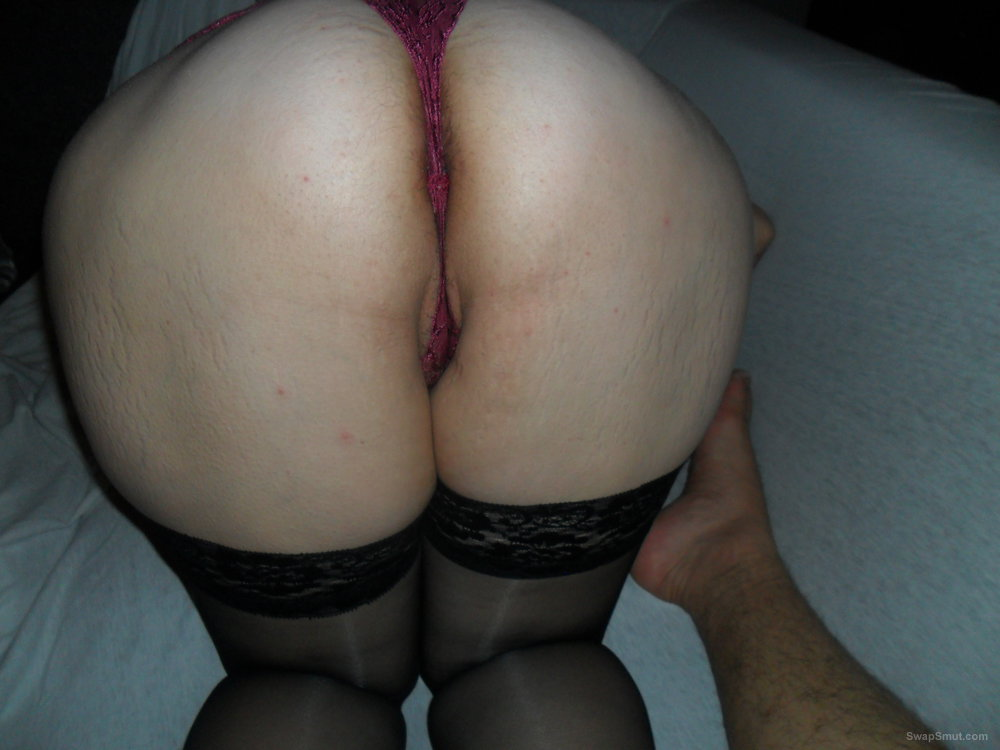 Horrny wife posing for some adult pictures
