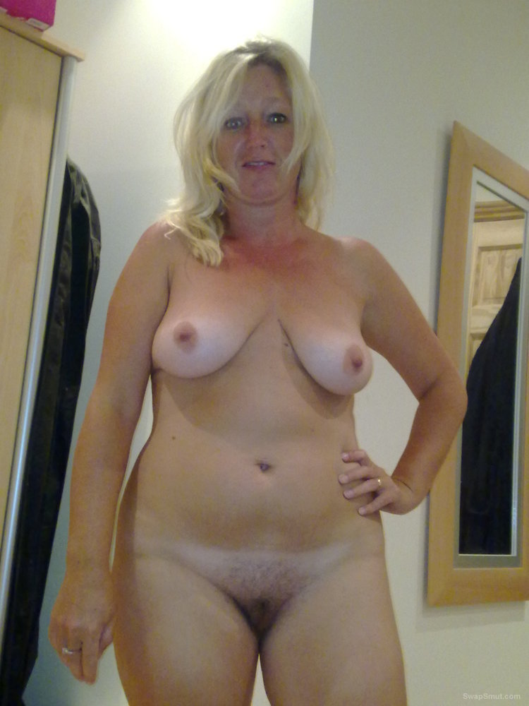 Mature blonde milf cleavage