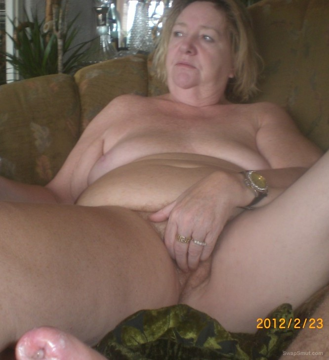 Horny bbw shows off