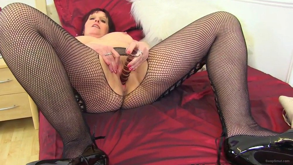 UK milf Beau showing all the boys her lovely cunt and her tits