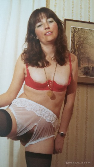 Marianne likes to disrobe and please onloockers #2