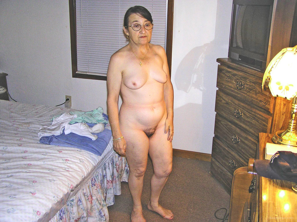 Totally Nude for me to take photos