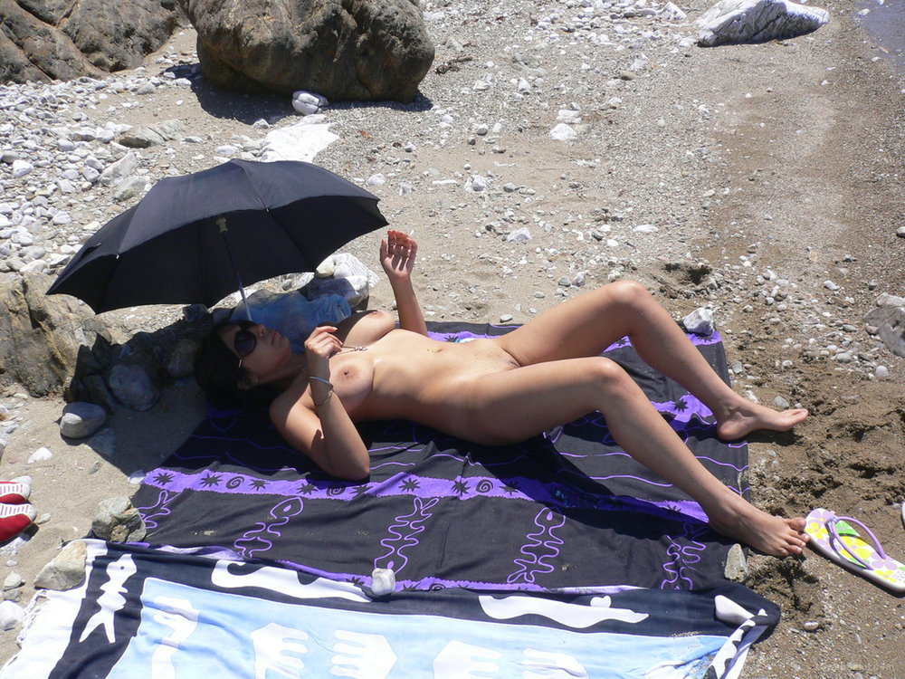 Beach exhibitionist nude girl