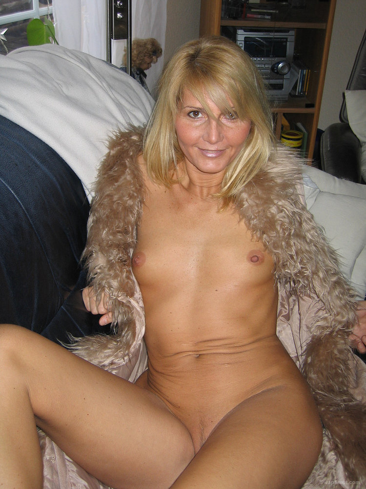 mature bitch nudist