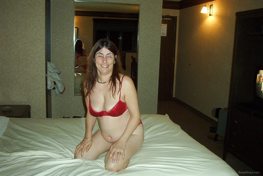 Married slut cheating with BBC in motel room interracial penetration