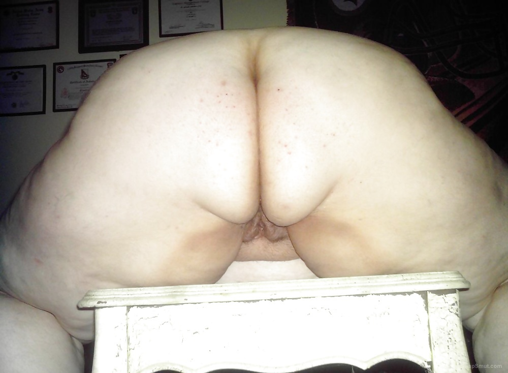 My super size wife showing off her big sexy fat ass