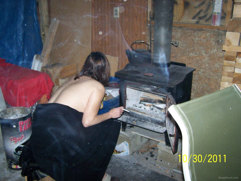 Party in the Mancave nude pussy shots and cock sucking