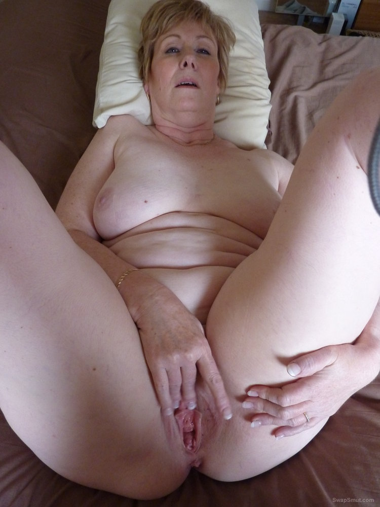 naked solo milfs spreading