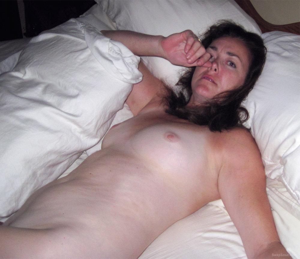 Big tits brunette enjoys giving a good blowjob