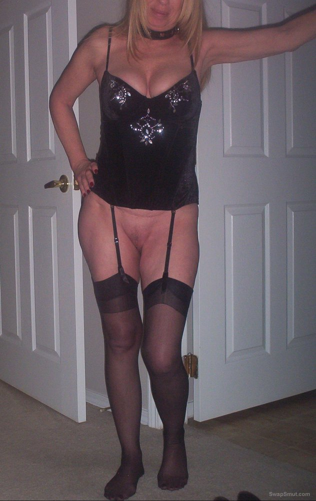 Sexy older woman for viewing pleasure