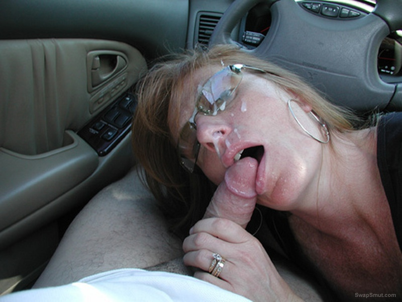 Mature doublefucked in car