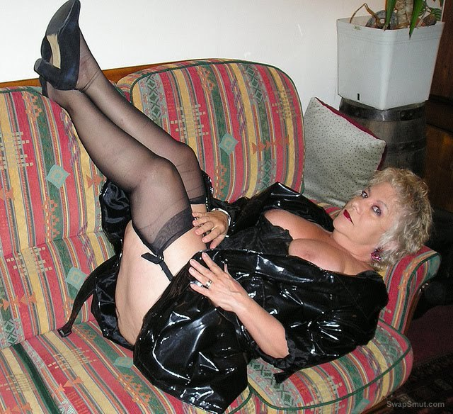 mature bbw nelly sexy black lingerie pics