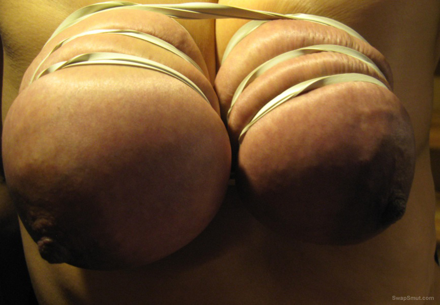 Who dont want it hard kinky and dirty bisexual couple