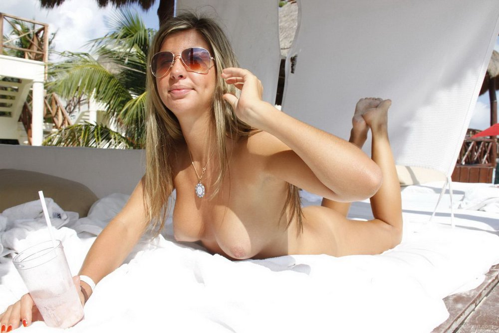 Hot Blonde - Cancun Nude Vacation Pictures