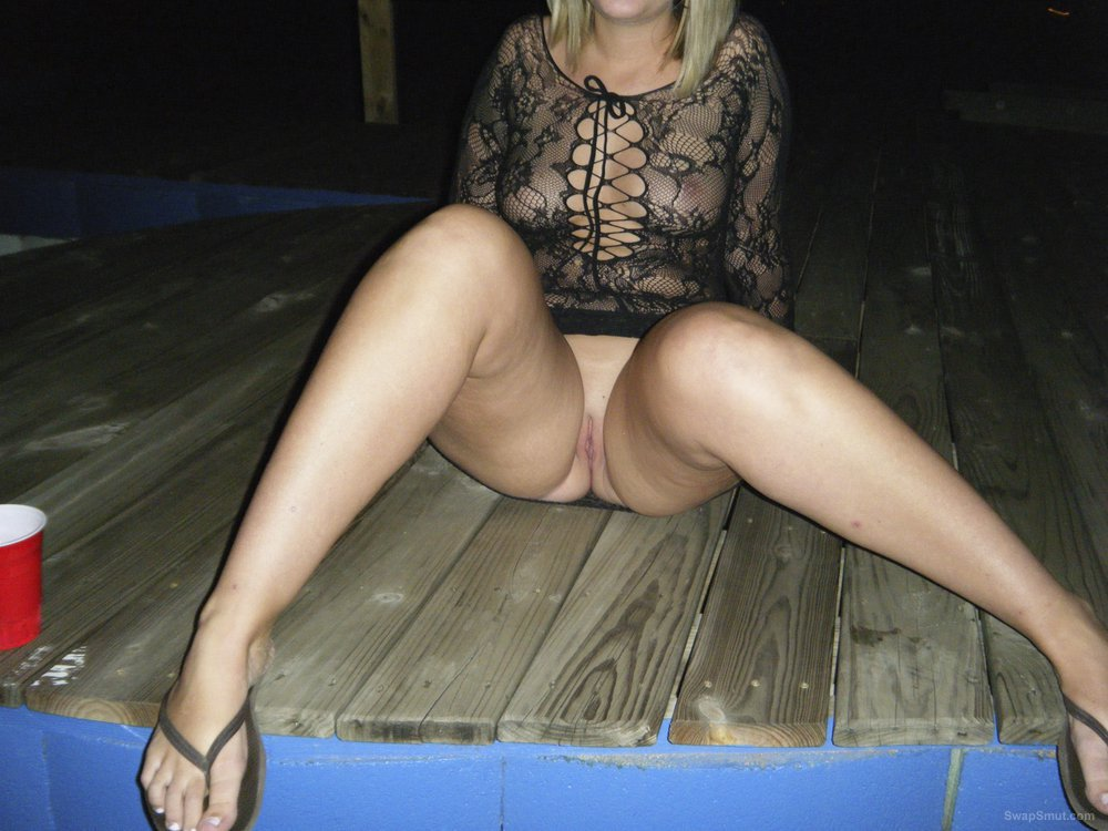 Wife loves showing off for the voyeurs at nudist resort