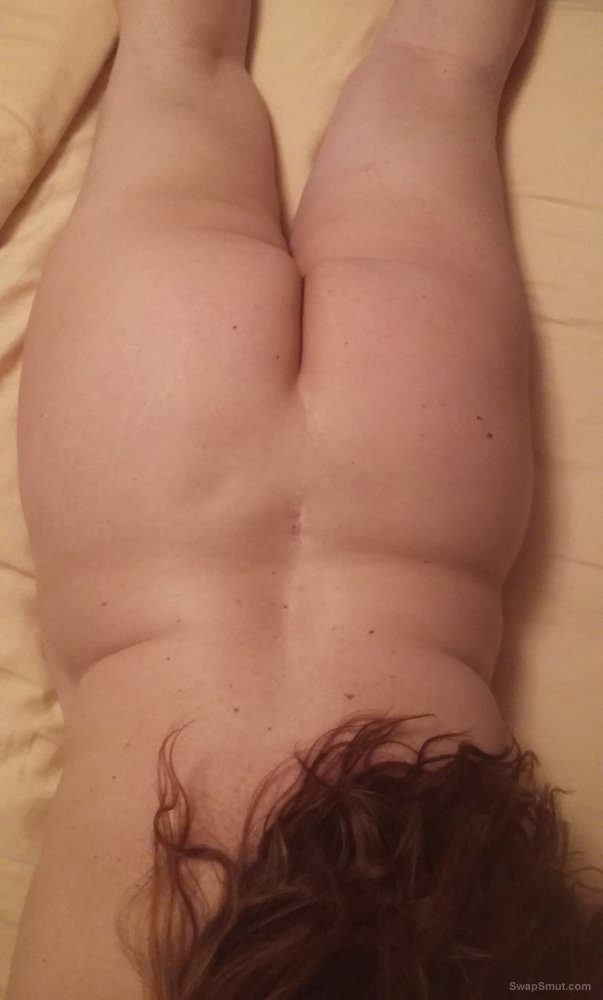 Mature BBW shows off her big ass and smooth pussy