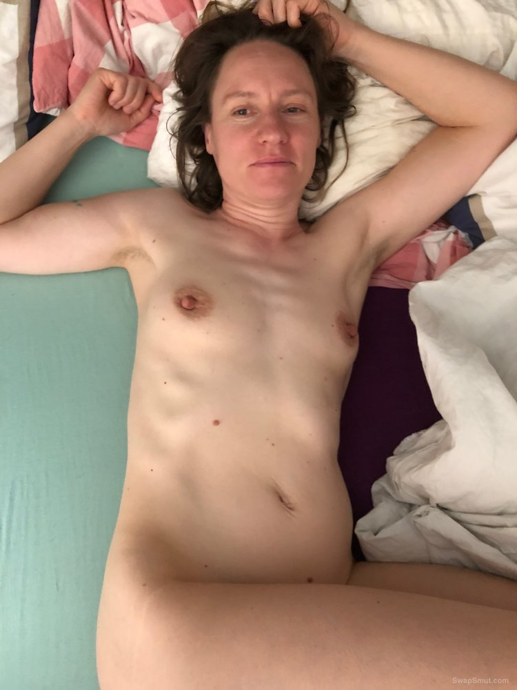Slutwife Claire loves to show herself nude, part 4