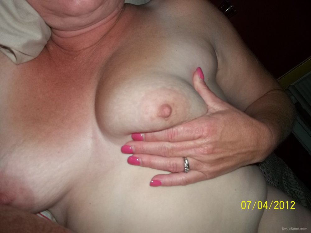 Milf showin some tit and playing with her pussy while I take pics