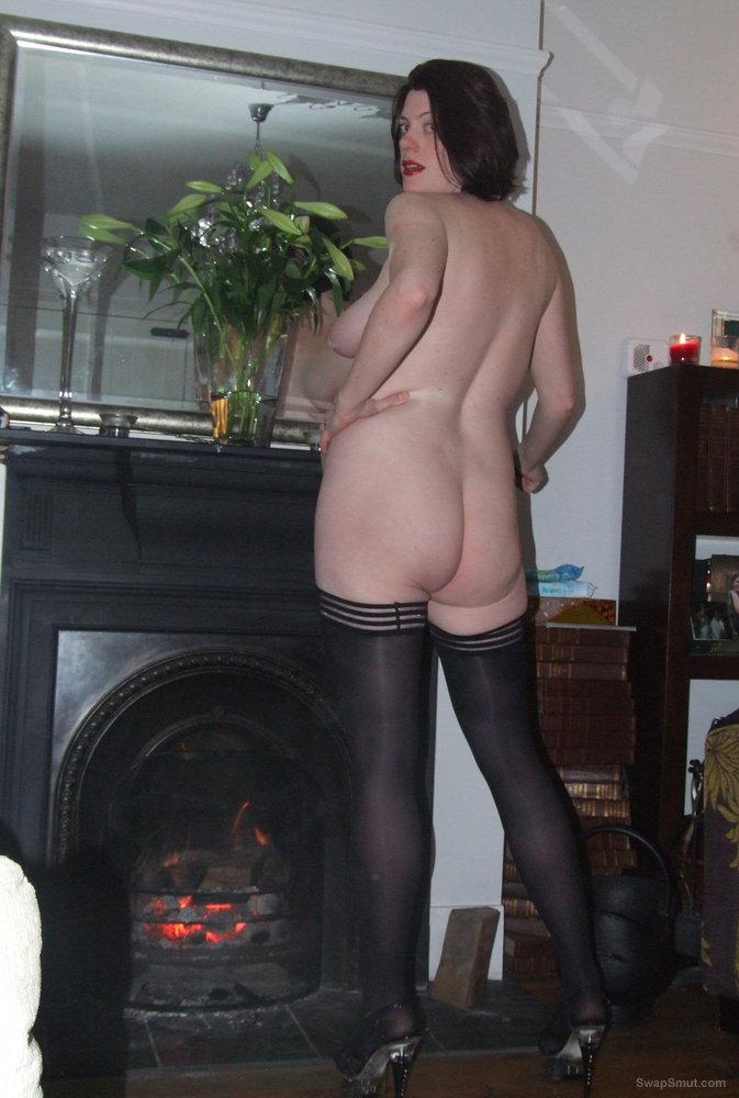 Scarlet Cat - The Naughty Engish Stockings Exhibitonist Pregnant