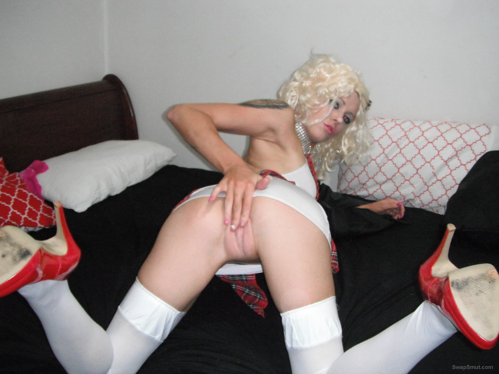 Blonde girl posing doggy pussy amateur homemade sex and anal