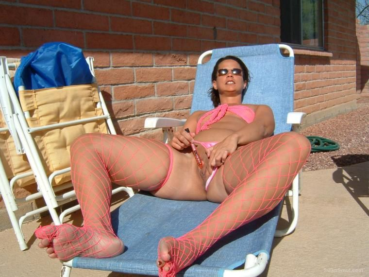 Christine B - mega hottee cheeky insertion outdoors