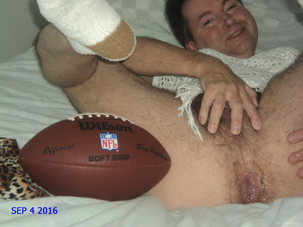 A MICHIGAN MALE SLUT WILL CUM 2 YOUR FOOTBALL PARTY