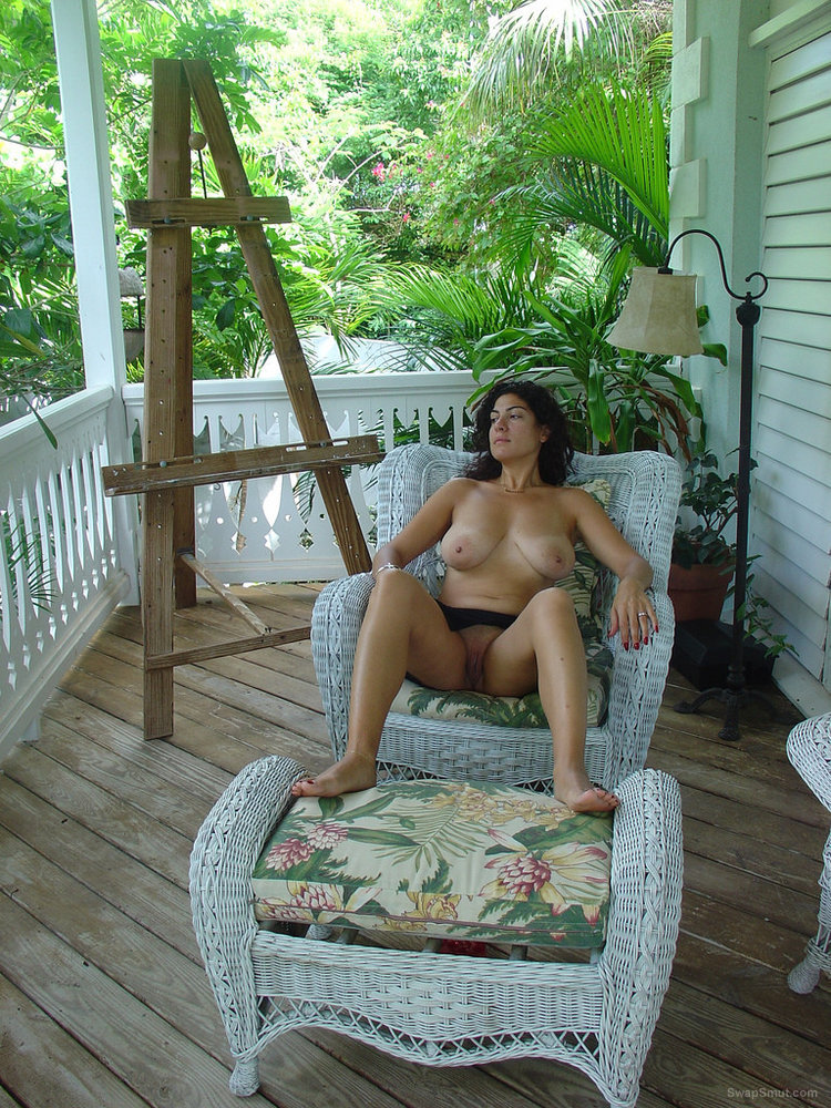 A rich and well kept swinger wife having fun