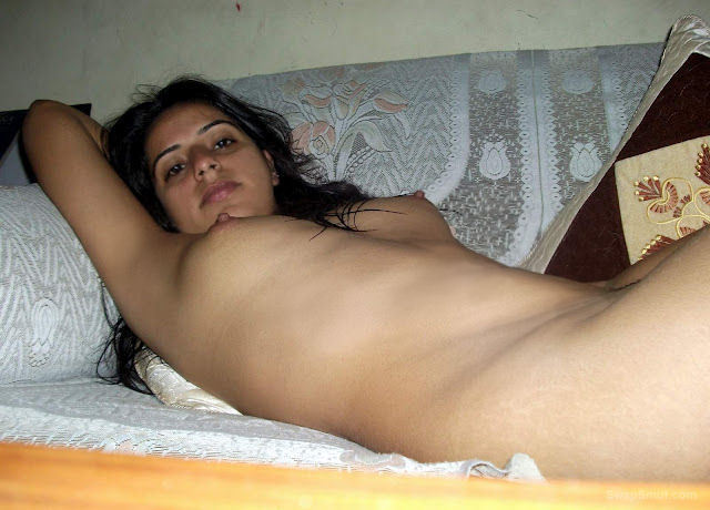 Pakistani hot girl pics relaxing and kissing another girlfriend