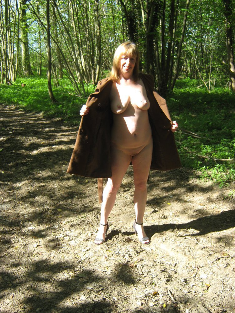 Mature slut likes to show you her assets in a wood and car