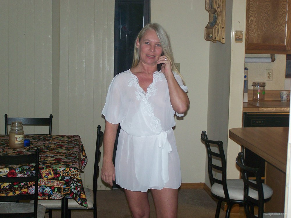 Blonde mature showing her beauty