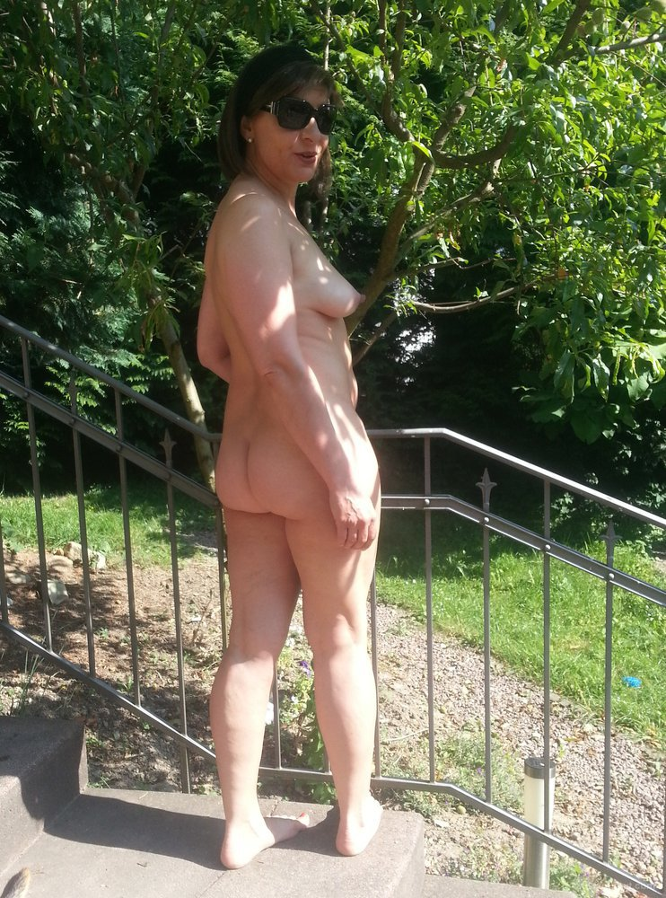 Mature nude in back yard