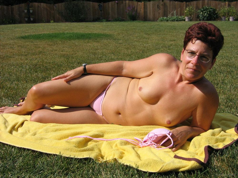 amature bikini nude sunbathing